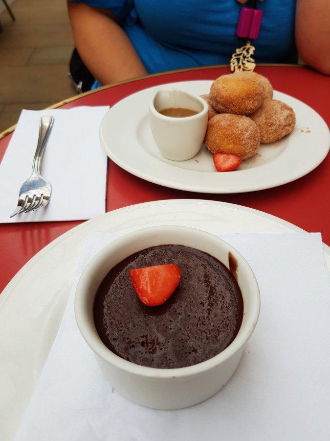 Beignets and mousse auchocolat