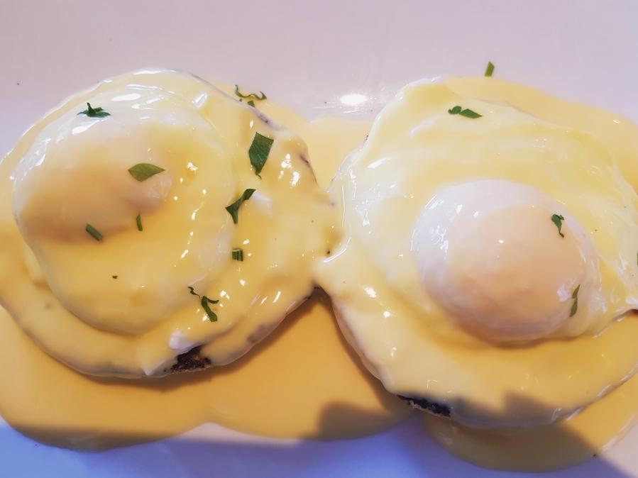 Eggs Benedict atOkka